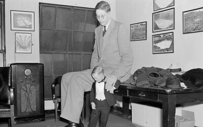 Robert Wadlow: Nejvyšší muž historie, který měřil neuvěřitelných 272 centimetrů