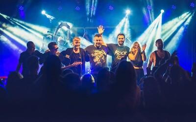 Robo Šimko spieva prvýkrát naživo Kulyho pesničky, novému Desmodu sa darí aj na živých koncertoch