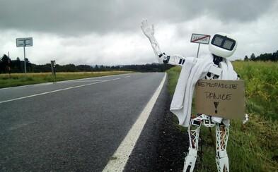Robot Matylda bude stopovat na českých silnicích, chce do Pelhřimova. Nabrat ji může kdokoli, autoři se krádeže nebo zničení nebojí