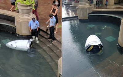Robotický strážník spáchal sebevraždu, když se zničehonic utopil v jezírku. Není známo, co stálo za jeho zkratovým jednáním