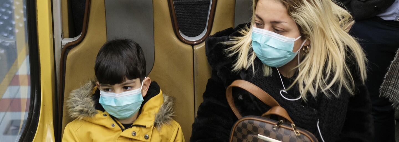 Rodič chorého dieťaťa v Nitre, ktoré malo teplotu a kašľalo,zatajil, že boli na lyžovačke v Taliansku