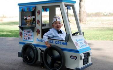 Rodičia vytvorili pre svoje deti na vozíku kreatívne kostýmy