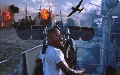 Roland Emmerich sa v dráme Midway vrhá do druhej svetovej vojny. Sfilmuje boje Američanov a Japoncov po útoku na Pearl Harbor