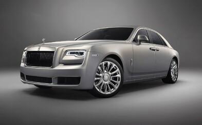 Rolls Royce sa limitovanou edíciou Silver Ghost Collection vracia do minulého storočia. K dispozícii je len 35 kusov