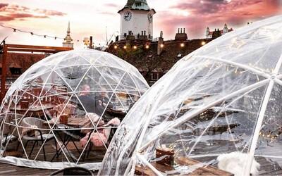 Romantické igloo na streche si ľudia rýchlo zamilovali. Oplatí sa tam ísť iba kvôli výhľadu a rozprávkovej atmosfére?