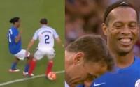 Ronaldinho nasadil v priateľskom zápase 2 jasličky v priebehu 3 sekúnd a potom sa za ne ospravedlnil Nevillovi