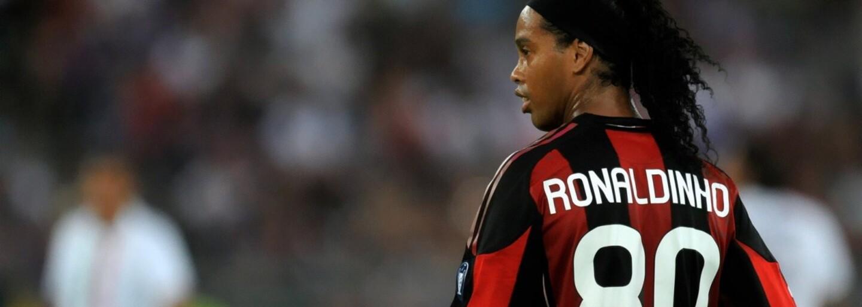 Ronaldinho to stále umí. V zápase hvězd po boku Figa nebo Puyola se předvedl neuvěřitelnou přihrávkou