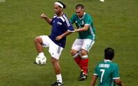 Ronaldinho to stále vie. V zápase hviezd po boku Figa či Puyola sa predviedol okulahodiacou prihrávkou