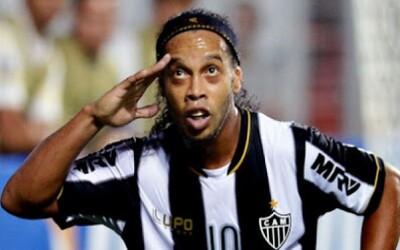 Ronaldinhove dva perfektné priame kopy