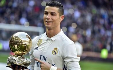 Ronaldo sa vzdal vzácnej trofeje pre najlepšieho futbalistu. Zlatú loptu predal za 600 000 € a peniaze venoval charite