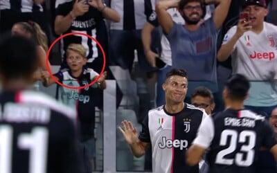 Ronaldo si udělal legraci z VAR. Jeden gól mu totiž už zrušili, proto vyzval fanoušky, aby se raději neradovali