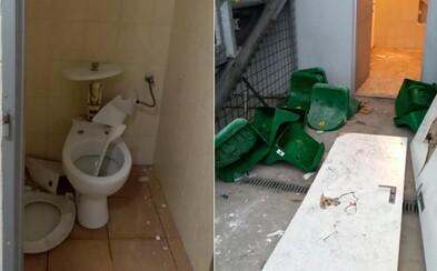 Rozbité záchody, steny aj dvere. Po zápase so Žilinou údajne fanúšikovia Slovana zdemolovali štadión a vytrhali sedačky