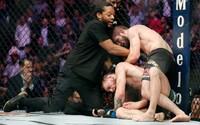 Rozhodčí zápasu McGregor vs. Nurmagomedov přiznal, proč nezasahoval, když Conor porušoval pravidla
