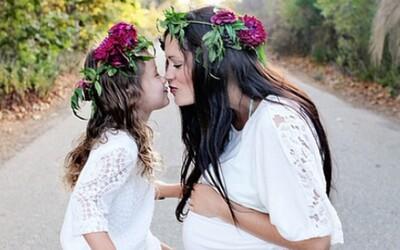 Roztomilé snímky mamičiek a ich dcérok, ktoré vyzerajú ako sestry