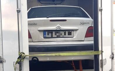 Rumun vopchal Citroen do nákladného auta a chcel ho previezť cez Slovensko. Odišiel s pokutou aj dlhým nosom