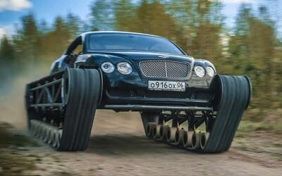 """Rus prerobil Bentley na funkčný """"tank"""". Tamojšia YouTube scéna sa extrémnych projektov nezľakla"""
