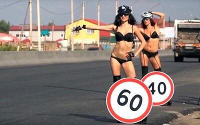 Rusi chcú donútiť šoférov k dodržiavaniu maximálnej povolenej rýchlosti vďaka polonahým slečnám. Experiment ukázal, že plán funguje