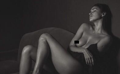 Ruská kráska Irina Shayk vystavuje svoji bravurní figuru na uměleckých černobílých fotografiích
