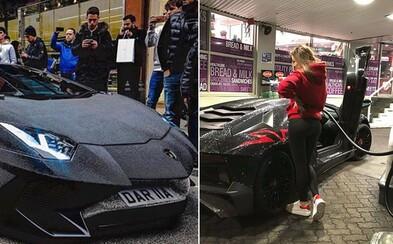 Modelka z Instagramu si nechala své Lamborghini za 500 tisíc dolarů pokrýt 2 miliony křišťálů