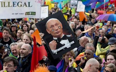 Ruská webová stránka podněcuje uživatele k pronásledování a mučení homosexuálů