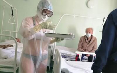 Ruská zdravotná sestra v spodnom prádle ošetrovala pacientov s koronavírusom. Vraj jej bolo príliš teplo