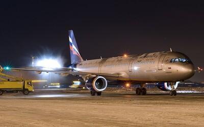Ruské lietadlo muselo núdzovo pristáť, pilot zrejme dostal v kokpite infarkt. Nepodarilo sa ho zachrániť