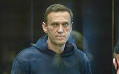 Ruského opozičného lídra Navaľného odsúdili na 3,5 roka väzenia. On tvrdí, že ide o politickú objednávku