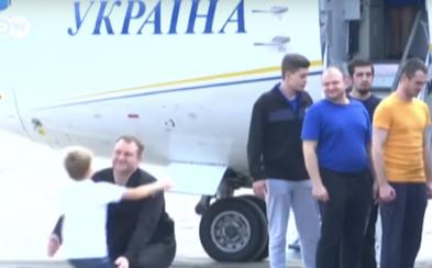 Rusko a Ukrajina si vymenili 70 väzňov, milosť dostal aj režisér Oleg Sencov odsúdený na 20 rokov