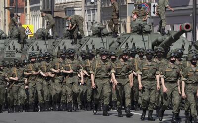 """Rusko povolá na západ země nové vojenské jednotky. Chce tak čelit """"narůstající hrozbě ze strany NATO"""""""