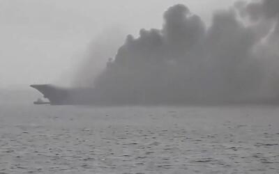 Rusku horí jeho jediná lietadlová loď. Admiral Kuznetsov zrejme podpálili zvárači
