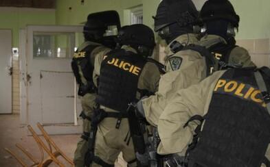 Ruský diplomat v Česku nelegálně nakupoval speciální náboje do odstřelovací pušky, díky imunitě je už v Rusku