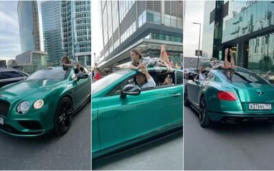 Ruský influencer priviazal frajerku na strechu svojho bentley a jazdil s ňou po meste. Teraz ho stíha polícia