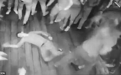 Ruský Terminátor v nočnom klube sám knockoutoval a dobil 7 mužov len preto, že do seba s jedným narazili na parkete