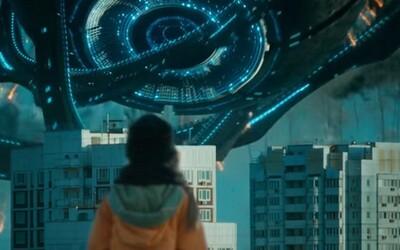 Rusové poutají pozornost v šíleném traileru pro sci-fi film Attraction o UFO invazi v zajímavém vizuálním hávu