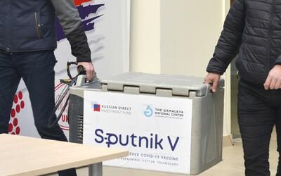 Rusové žádají omluvu za výrok, že očkovat Sputnikem je jako ruská ruleta. Dokumenty však dlouhé týdny odmítají dodat