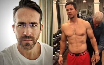 Ryan Reynolds vtipne reaguje na extrémny režim Marka Wahlberga, ten jeho vyzerá úplne inak