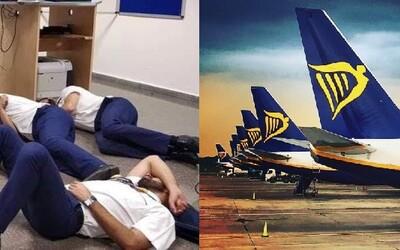 Ryanair se o svou posádku ani zákazníky nestará. Na letišti uvízli bez jídla a ubytování