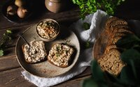 Rýchla a jednoduchá: bezlaktózová cibuľová nátierka so syrom od Metalheada in the Kitchen