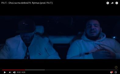 Rytmus a Pouličný autor tónov sa stretávajú na zadnom sedadle auta v najnovšom videoklipe