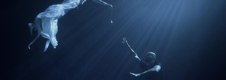 Rytmus rapuje o tom, aké náročné je byť povolaním syn v ukážke z albumu Krstný otec
