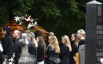S odvážným učitelem z Vrútek, který obětoval svůj život za záchranu dětí, se přišly rozloučit na pohřeb stovky lidí