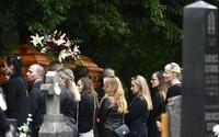 S odvážnym učiteľom z Vrútok, ktorý obetoval svoj život za záchranu detí, sa prišli rozlúčiť na pohreb stovky ľudí