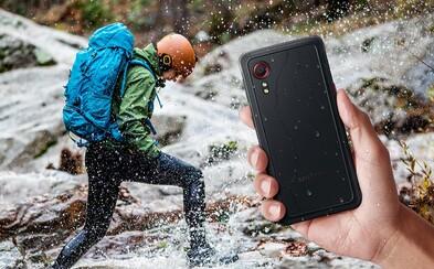 Samsung predstavil smartfón, ktorému nevadia pády a vie fungovať aj ako vysielačka. Galaxy Xcover 5 je malý a takmer nerozbitný