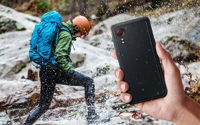 Samsung představil smartphone, kterému nevadí pády a umí fungovat i jako vysílačka. Galaxy Xcover 5 je malý a téměř nerozbitný