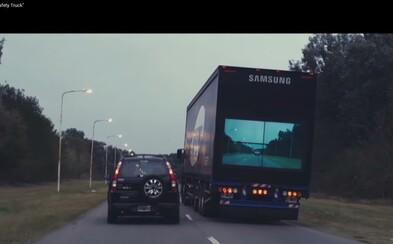 Samsung prináša na cesty ďalší bezpečnostný prvok. Pri predbiehaní kamiónu už nebudete riskovať život