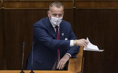 SaS a Za ľudí Kollára neodvolali, lebo žiadajú, aby odstúpil sám: Rozpravu v parlamente spevádzal krik, nadávky a emócie