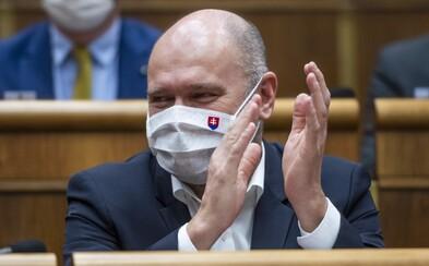 SaS je extrémistickou stranou, tvrdí poslanec ĽSNS. Richard Sulík musí vypovedať na NAKA