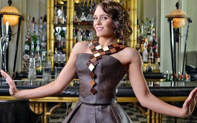 Šaty vyrobené z čistej čokolády ulahodia všetkým ľuďom s nezbedným jazýčkom
