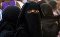 Saúdská Arábie povolila ženám žít či cestovat o samotě. Dosud jim to museli schvalovat otec nebo manžel