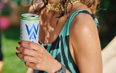 Sbohem, radlere, vítej, hard seltzere! Vyzkoušej nový trendy alkoholický nápoj, který tě v létě osvěží